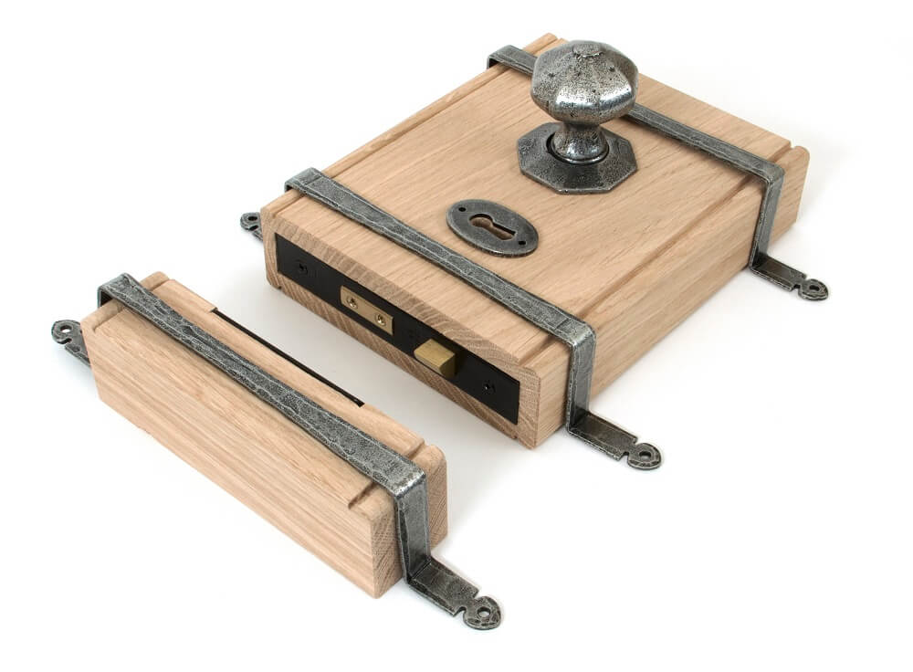 Anvil 33004 Pewter Oak Box Lock + Oct. Knob
